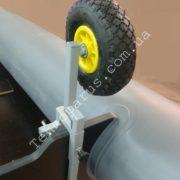 Транцевые колеса на струбцинах КТ7 на лодке