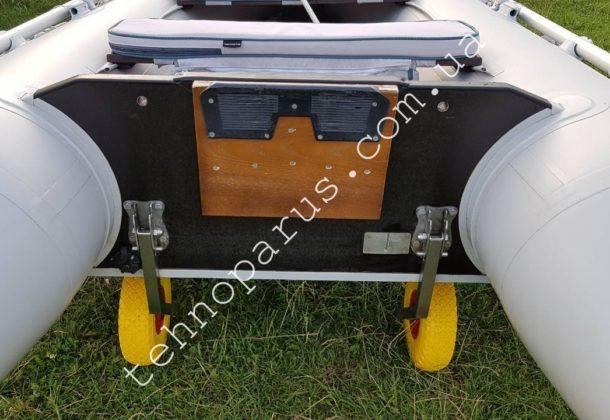 Транцевые колеса КТ3НУС в комплектации ТОП на лодке клиента